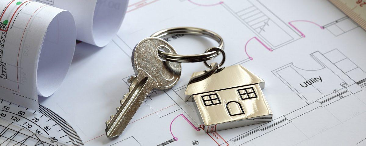 Pläne der Wohnung und Schlüssel